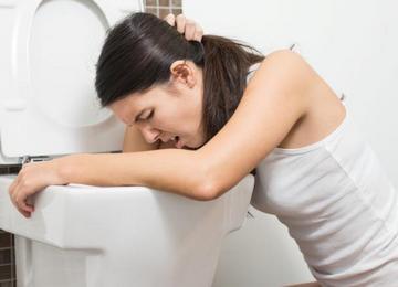 Частыми побочными эффектами при пересадке стволовых клеток являются тошнота и рвота.
